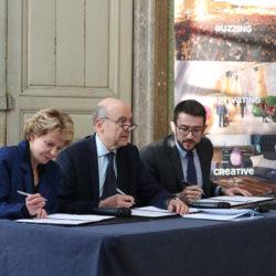 SignatureConvention-BordeauxCNC_Frederique-Bredin_Alain-Juppe_Fabien-RobertTS-mairie-de-bordeaux.jpeg